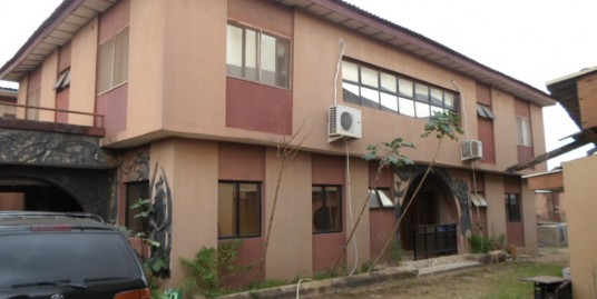 corner piece 8 bedroom fully detached house, 2 and 1 bedroom service quarters apartment